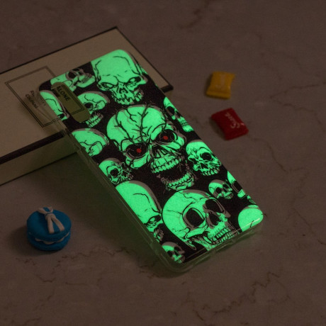 Husa iPhone XR, Luminous Patterned, Skulls Pattern